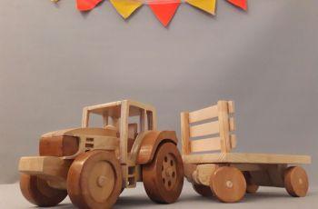 Emii&Elii: Koka traktors ar piekabi