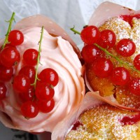 Summer-Feeling mit Johannisbeer Buttermilch Cupcakes