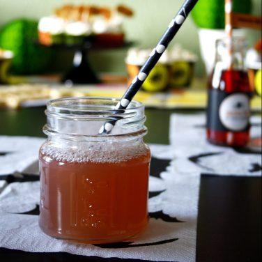 Cranberry Wodka Cooler by http://babyrockmyday.com/halloweendrink/