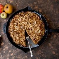Apfel-Haselnusskuchen mit Frangelico und Kokosblütenzucker