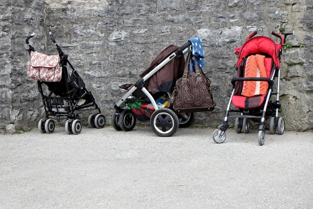 umbrella strollers vs regular strollers featured image