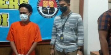Pelaku investasi bodong Share Result (SR) (baju orange) yang ditangkap Anggota Ditreskrimsus Polda Jambi.