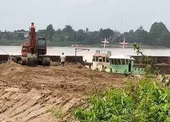 Lokasi Stokpile Pasir Milik Ansori Diduga Tidak Kantongi Izin Lengkap.
