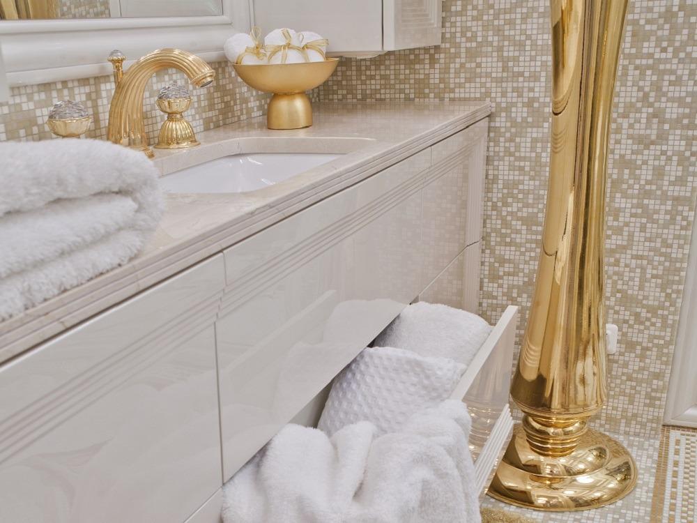 ivoire or luxe dans la salle de