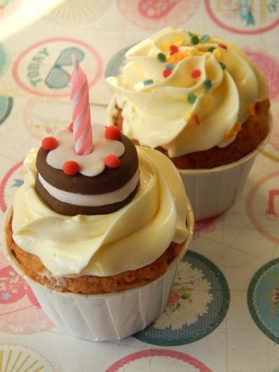 2 Cupcakes Feliz Cumpleaños 11