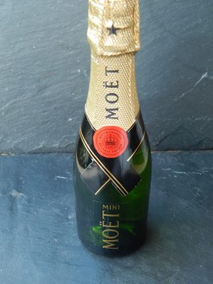 "Moët & Chandon Mini 21  <div class=""j-module n j-text"">200ml</div>"