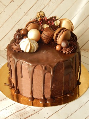 Drip cake de chocolate (desde 8 Porciones) 3