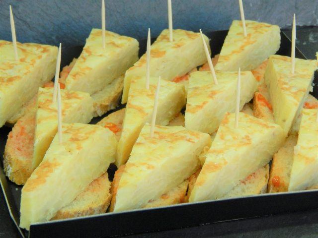 Montaditos de Tortilla española (24 unidades) 10
