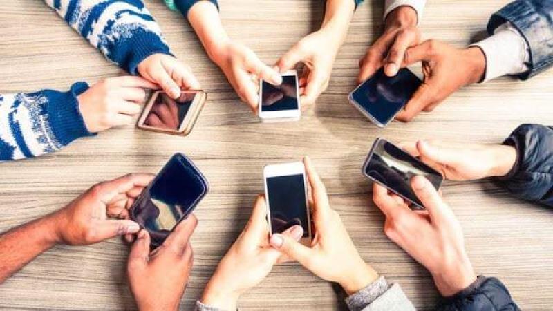 - mobile phones usage ss 1920 800x450 2 - ไตรมาส 3/2018 ตลาดยังหดตัว Samsung เสียส่วนแบ่งตลาดให้มือถือจีน Apple เท่าเดิม Nokia เติบโตมากที่สุด