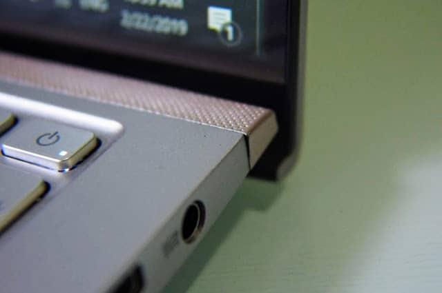 - OI000012 1 - รีวิว ASUS Zenbook 15 UX533FD แล็ปท็อปจอขอบบางเฉียบ สวยงามจนต้องเหลียวมอง
