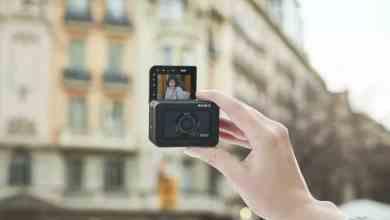 - RX0II GenCfemale selfie - Sony เปิดตัวกล้องแอ็คชั่น RX0 II พลิกจอได้