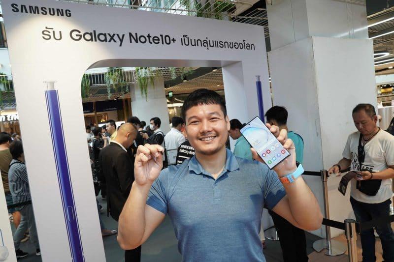 - แฟนกลุ่มแรกคึกคัก ออกมารับ Galaxy Note 10 Plus ไปแล้วเป็นกลุ่มแรกของโลก