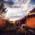 Вдъхновяващи къщи от естествени материали построени от жени