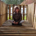 Деветгодишно момиче строи подслони и отглежда храна за бездомните