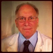 Dr. Harvey Kelekian (Mike Pomp)