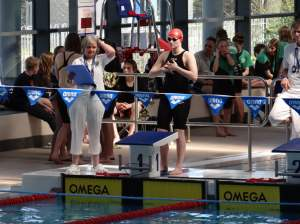 Image shows Lizzie Wright preparing to swim for Eastbourne Swimming Club