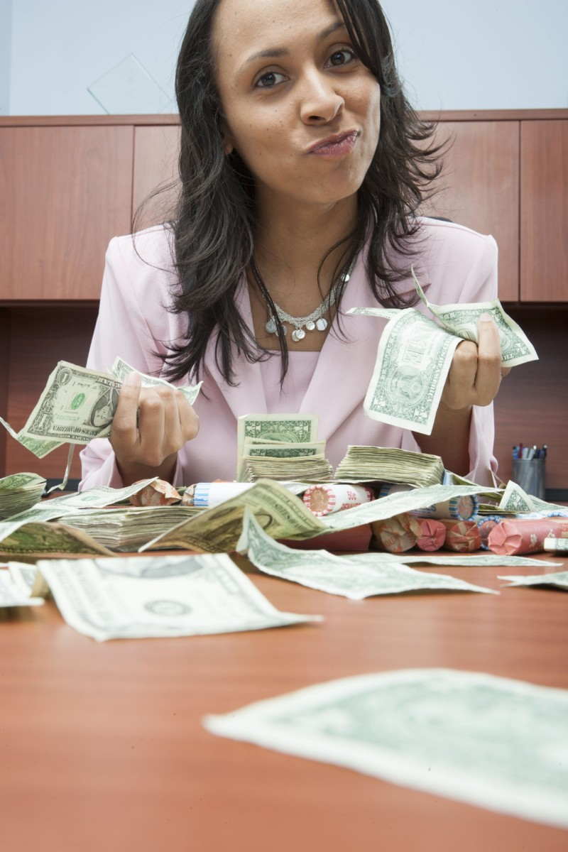 businesswoman-counting-money