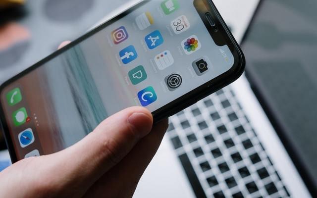 Smartphone Hand Apps Cottonbro Pexels
