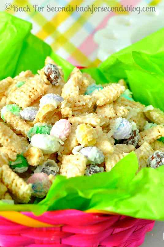 Coconut Candy Chex Mix @Backforseconds #chexmix #candy #coconut