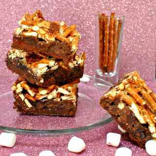 Gooey Chewy Pretzel Bars #sweetandsalty #cakemix