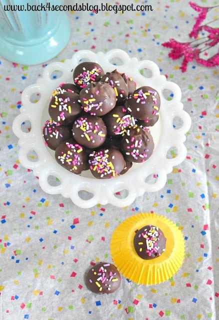Skinny Caramel Truffles @BackForSeconds  #skinny #caramel #truffles #nobake #easy #sprinkles