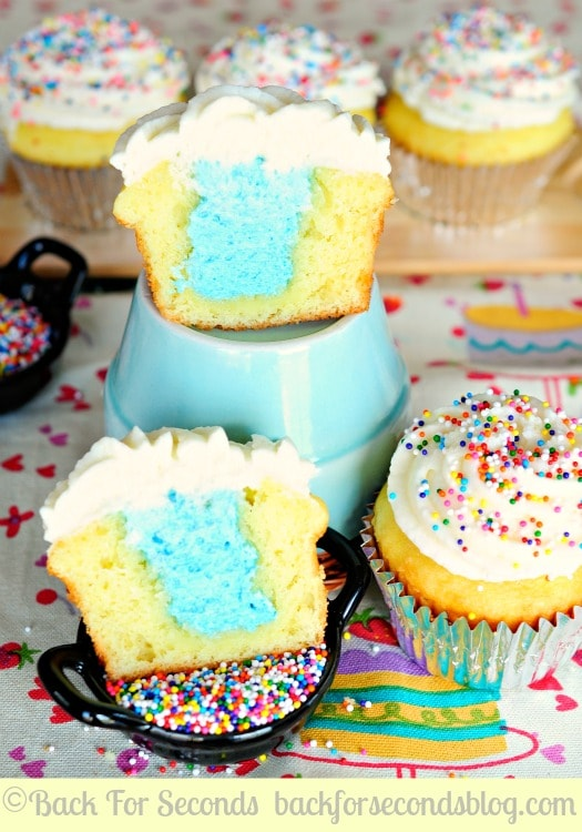 Gender Reveal Cupcakes! A fun way to share whether you're having a boy or a girl!  https://backforseconds.com #cupcakes #lgenderrevealidea #genderreveal