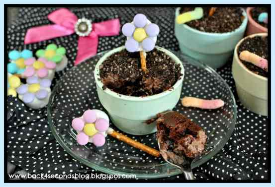 Flower Pot Cakes https://backforseconds.com #dirt #chocolate #cupcakes #flowers #party