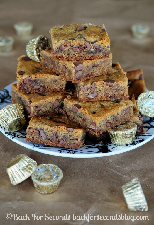 Reese's Peanut Butter Cup Cookie Bars - Get a double dose of peanut butter with these outrageous bars!! https://backforseconds.com  #cookies #reeses #peanutbuttercups