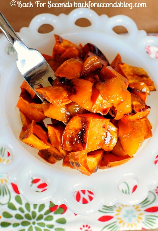 Maple Glazed Sweet Potatoes and Peaches - Tastes like candy and it's HEALTHY!! perfect holiday side dish! @Backforseconds #sweetpotatoes #holidaysidedish #thanksgivingsidedish
