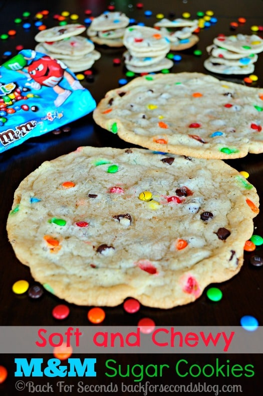 Soft and Chewy M&M Sugar Cookies - so addicting! Taste like they came from a bakery! https://backforseconds.com #chewysugarcookies #m&mcookies #christmascookies