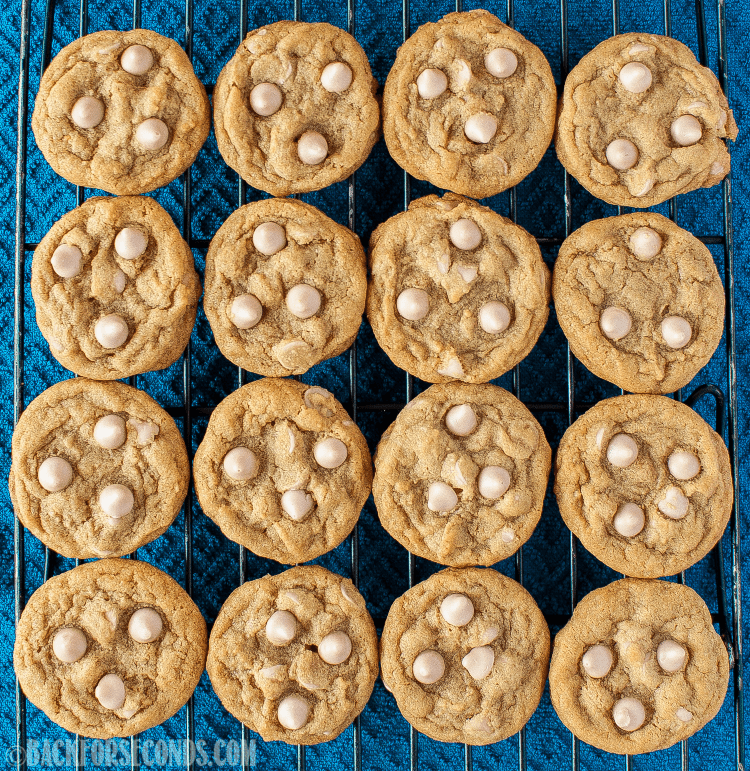 Espresso Maple Cookies are the perfect treat for maple lovers and coffee lovers alike! A delicious, chewy cookie, great for Christmas cookie trays! #maple #cookies #christmascookies #espresso #coffeecookies