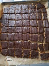 Mandelplatte mit Schokolade bestrichen