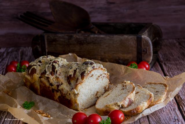 Herzhaftes Käse-Schinken-Zwiebel Brot