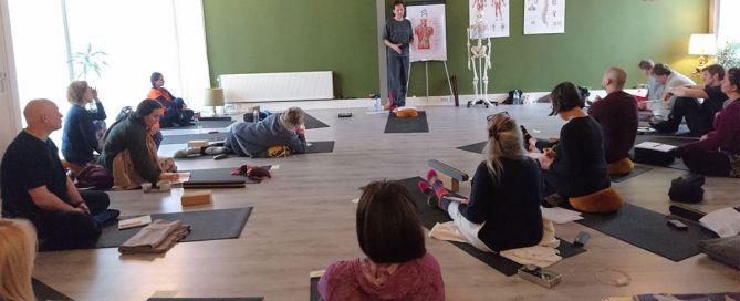 ganar más como maestra maestro de yoga