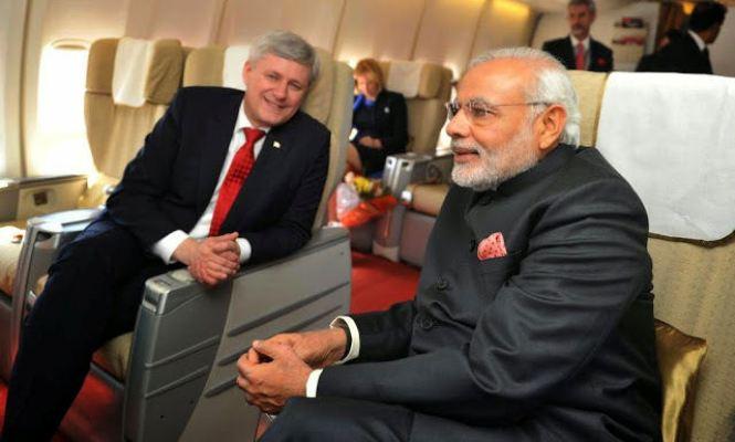 Stephen harper and Narendra Modi on plane
