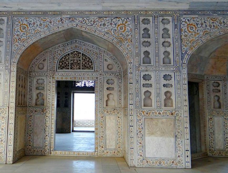 アーグラ城内部の華やかな装飾