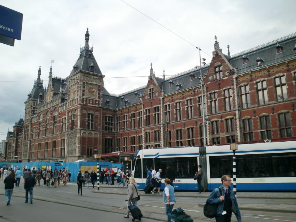 アムステルダム中央駅は東京駅のモデル