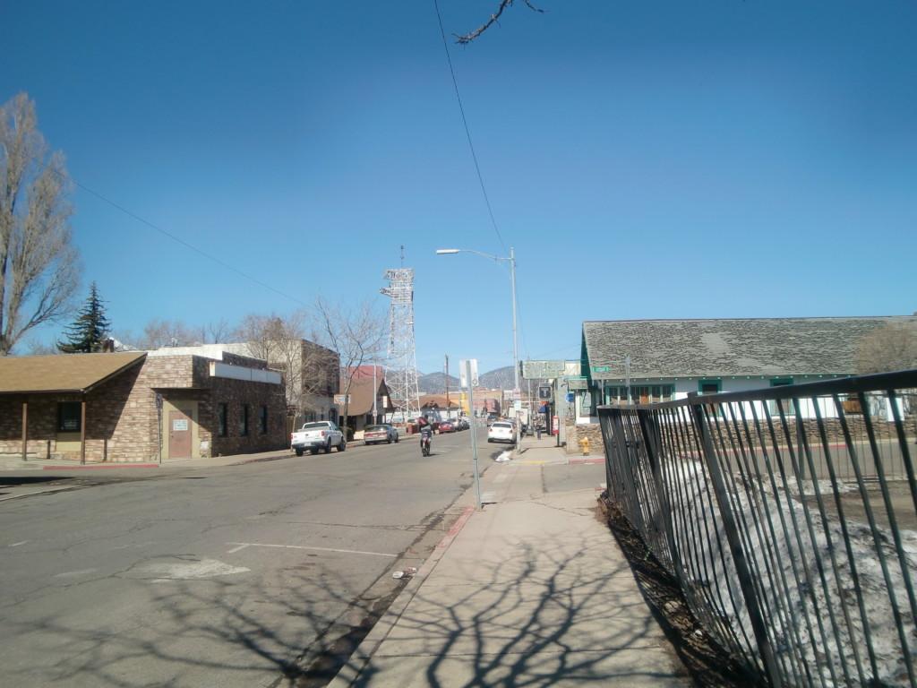 ラスベガスから6時間ほどでフラッグスタッフのバス停に到着!