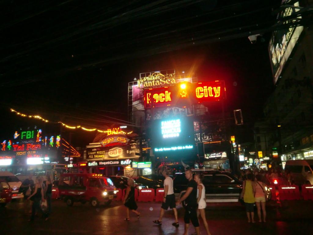 プーケットの夜はアジア屈指の活気に包まれている