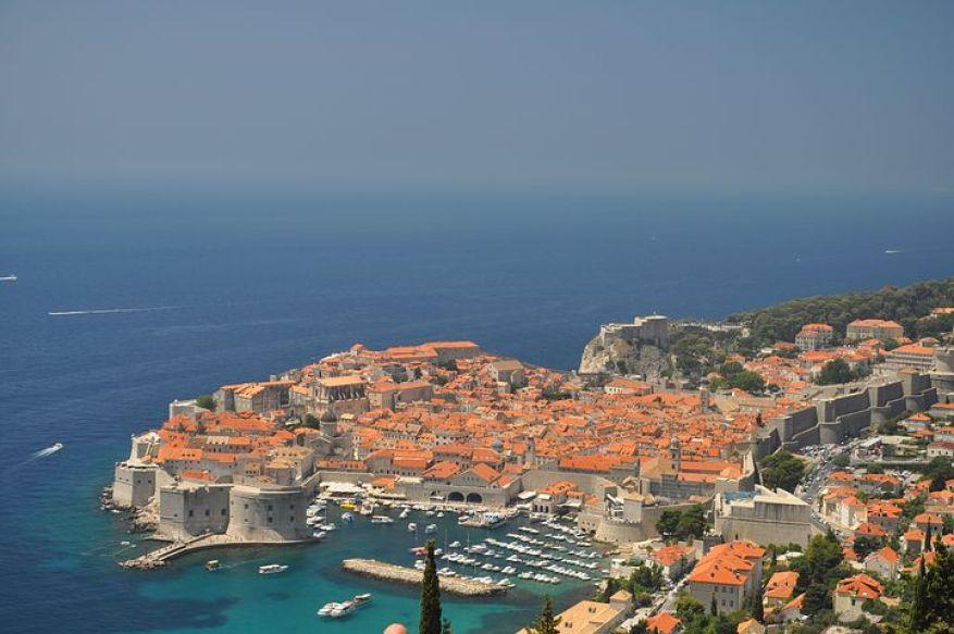 アドリア海の真珠と呼ばれる世界遺産「ドゥブロヴニク旧市街」