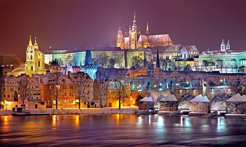 百塔の都と呼ばれるチェコの首都プラハ