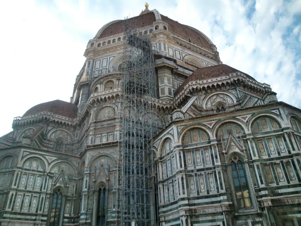 """ドゥオーモは、1296年から175の歳月をかけて完成され、""""花の聖母教会""""という愛称で親しまれています"""