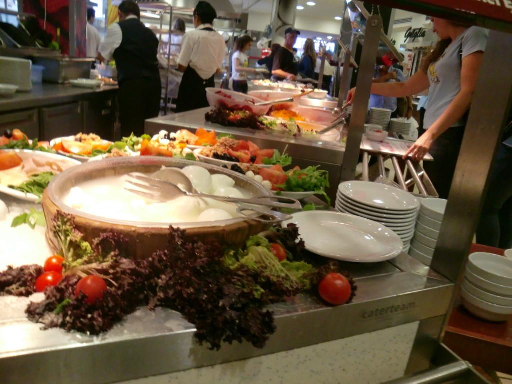 イタリアの首都ローマに到着。駅の食堂に本格的なモッツアレラチーズ!