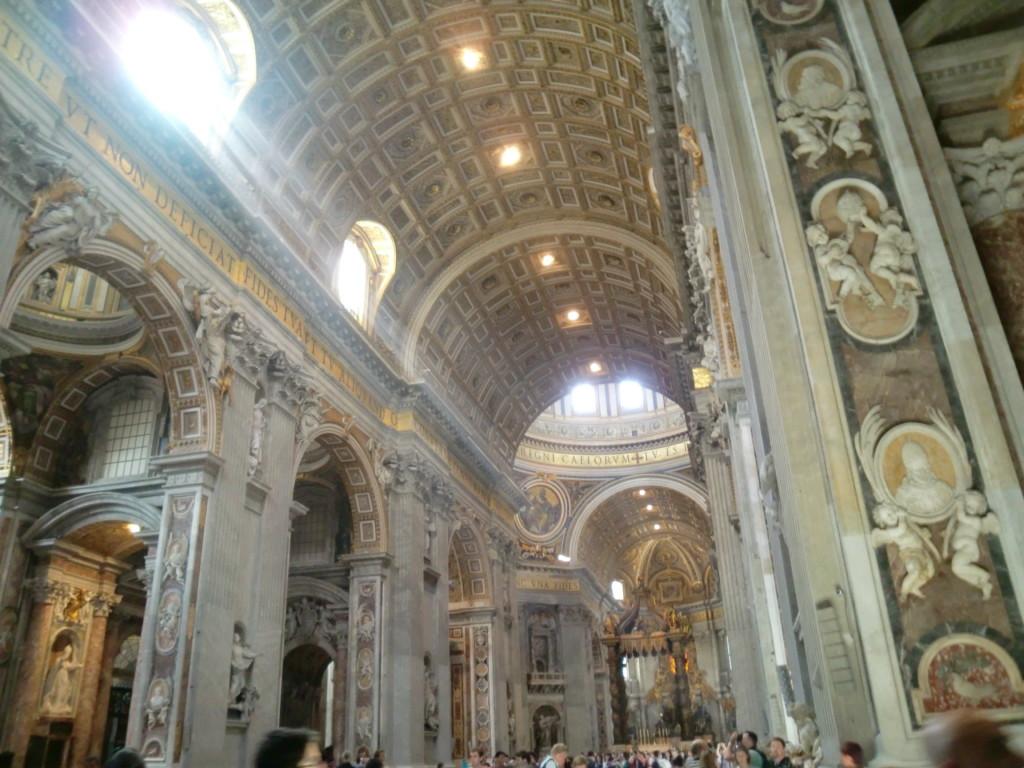 バチカンのサン・ピエトロ寺院はカトリックの総本山。