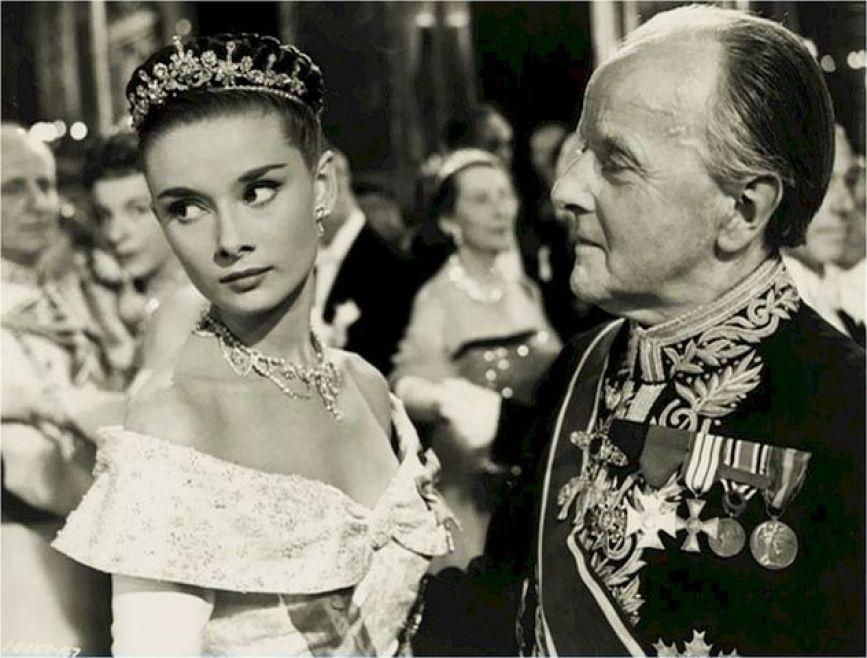 ローマの休日は、イタリアのローマを表敬訪問したアン王女とローマ市内で知り合った新聞記者との恋愛ストーリー。