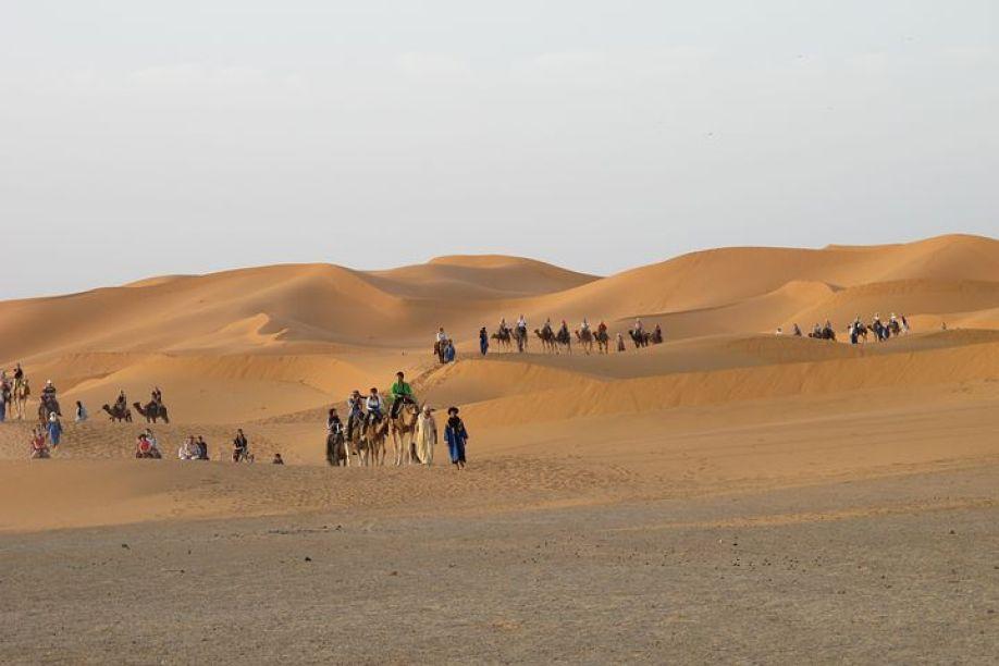 メルズーガは、リッサニから35km程のところにある小さな村で、サハラ砂漠の出発点として有名