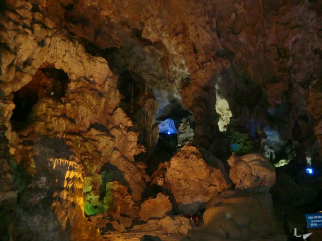 幻想的な鍾乳洞『ティエンクン洞』