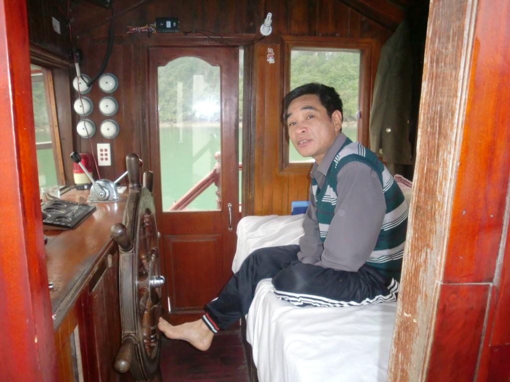 船首のベトナムのおじさん