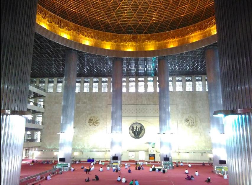 ジャカルタ観光:東南アジア最大のモスク、インドネシアのイスティクラル・モスクは意外と緩かった