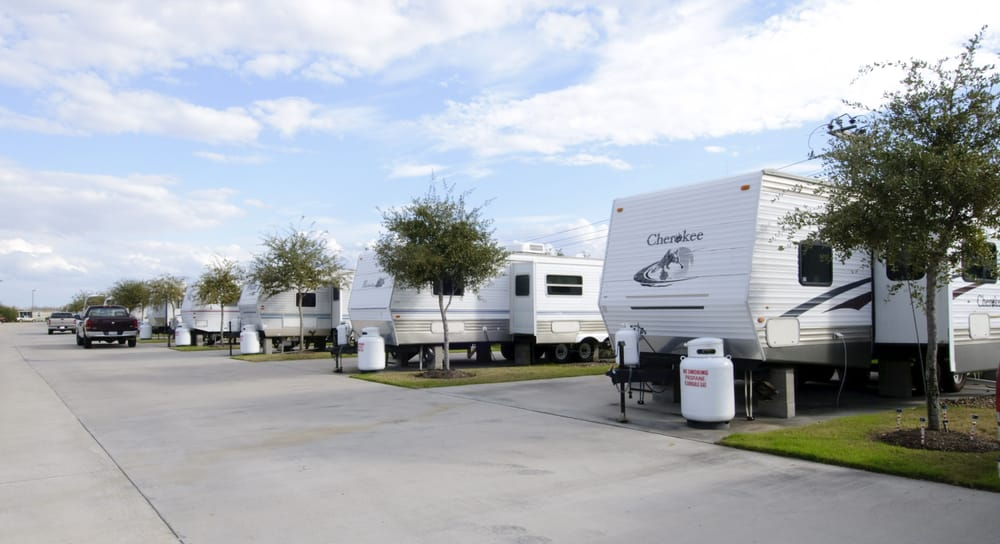 If you're looking to stay at a haunted RV park in Houston, and why wouldn't you be?, take a look at Lakeview.